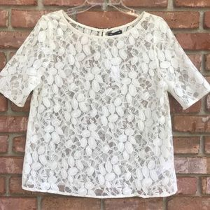 GAP lace short sleeve shirt with floral design 235